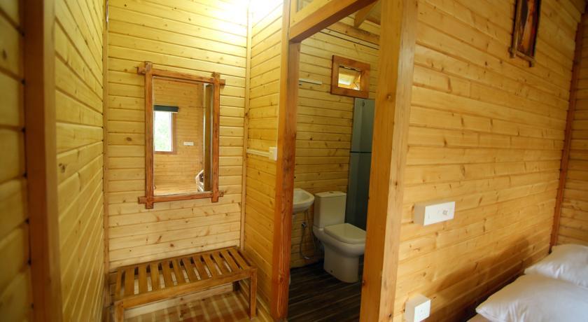 Kerala eco tourism - Tree house bathroom ...